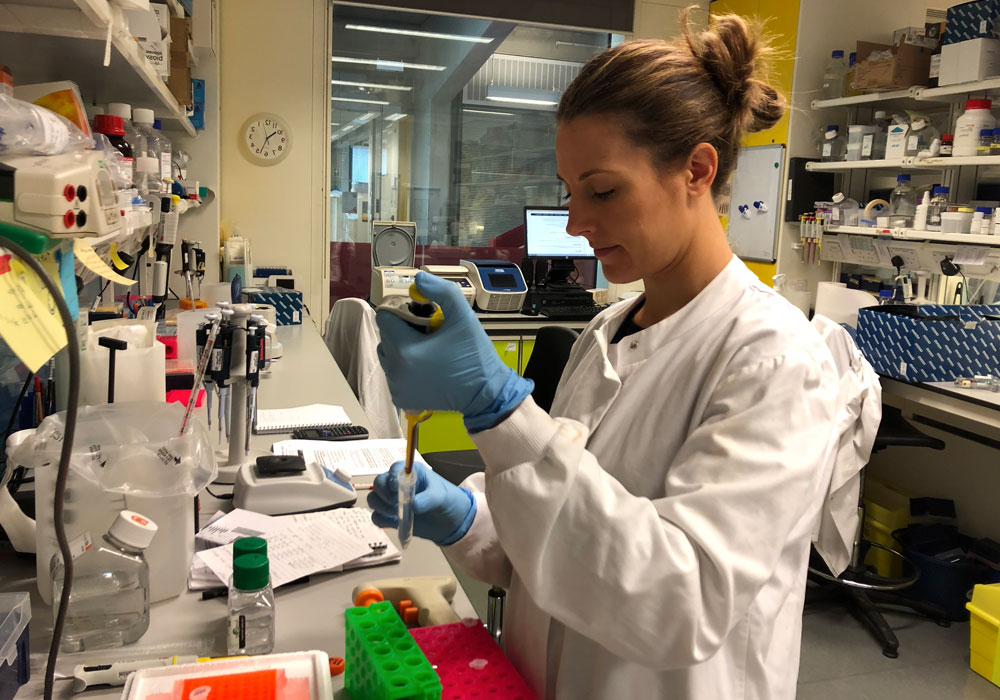 Photo of medium hair girl working in lab